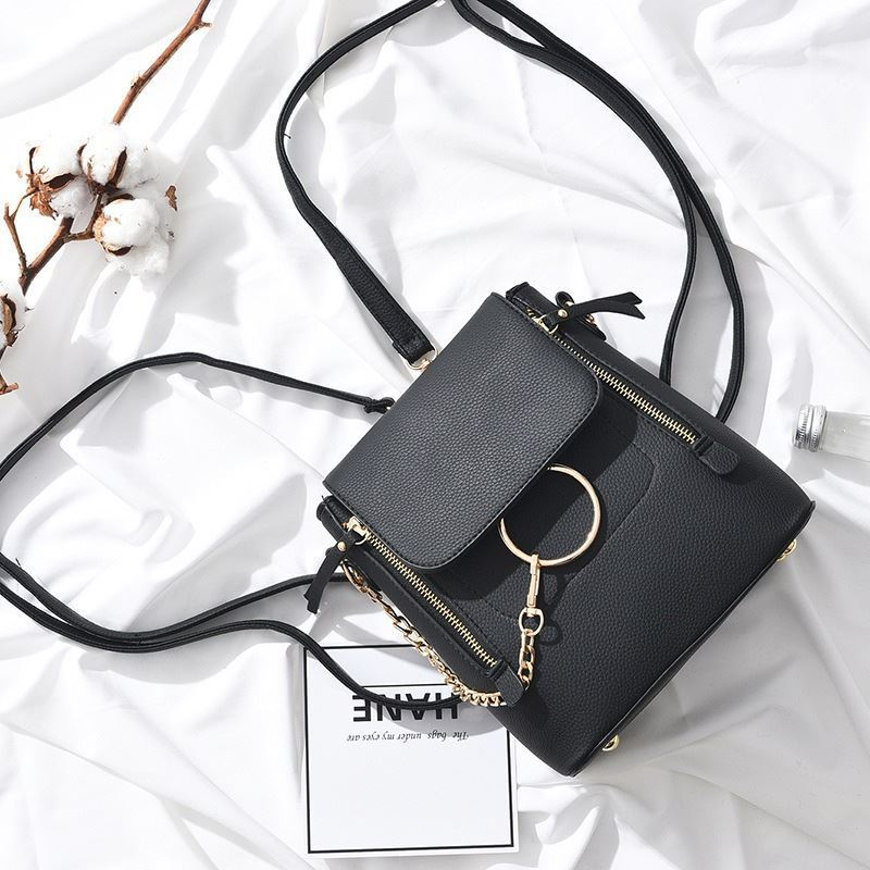 B369 JKT IDR.174.000 MATERIAL PU SIZE L22XH23XW11CM WEIGHT 650GR COLOR BLACK