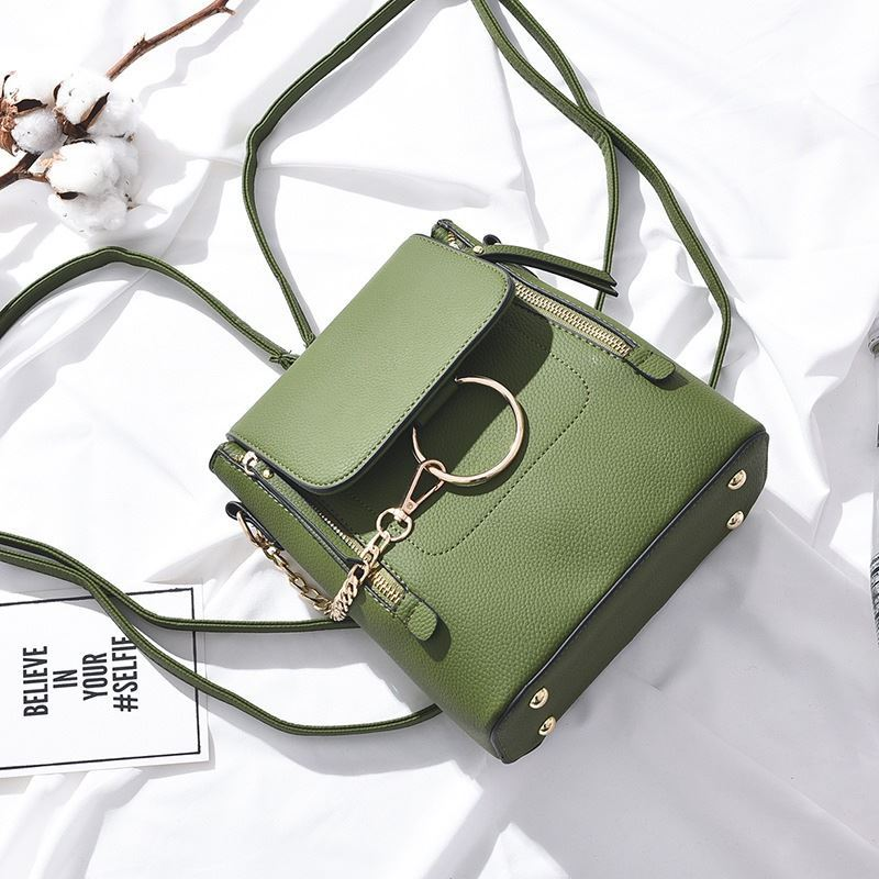 B369 JKT IDR.174.000 MATERIAL PU SIZE L22XH23XW11CM WEIGHT 650GR COLOR GREEN