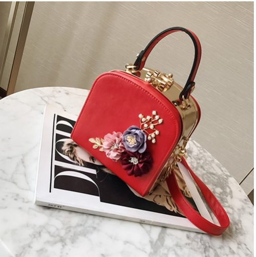 B389 (Box) IDR.167.000 MATERIAL PU SZE L16XH15XW10CM WEIGHT 800GR COLOR RED