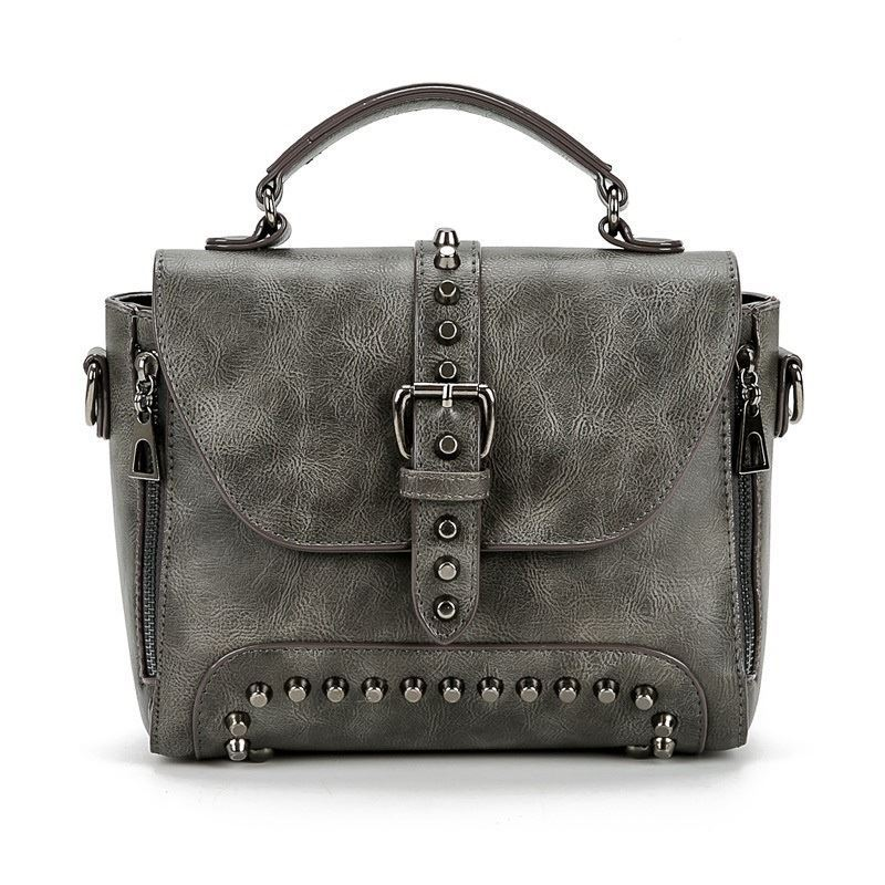 B522 JKT IDR.175.000 MATERIAL PU SIZE L25XH19XW12CM WEIGHT 850GR COLOR GRAY