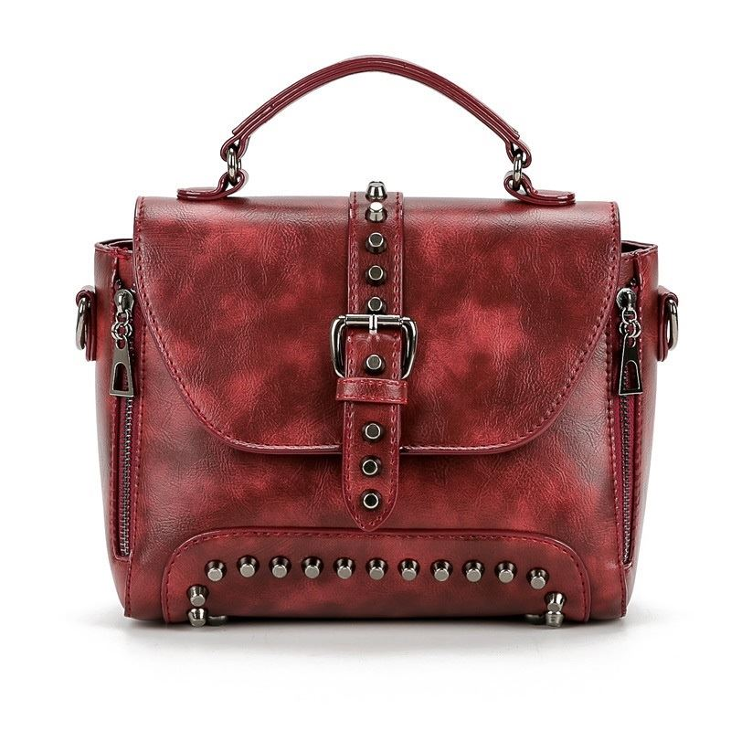 B522 JKT IDR.175.000 MATERIAL PU SIZE L25XH19XW12CM WEIGHT 850GR COLOR WINE