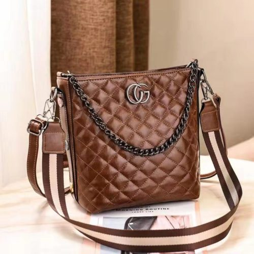 B6826 IDR.148.000 MATERIAL PU SIZE L22XH24XW14CM WEIGHT 700GR COLOR COFFEE