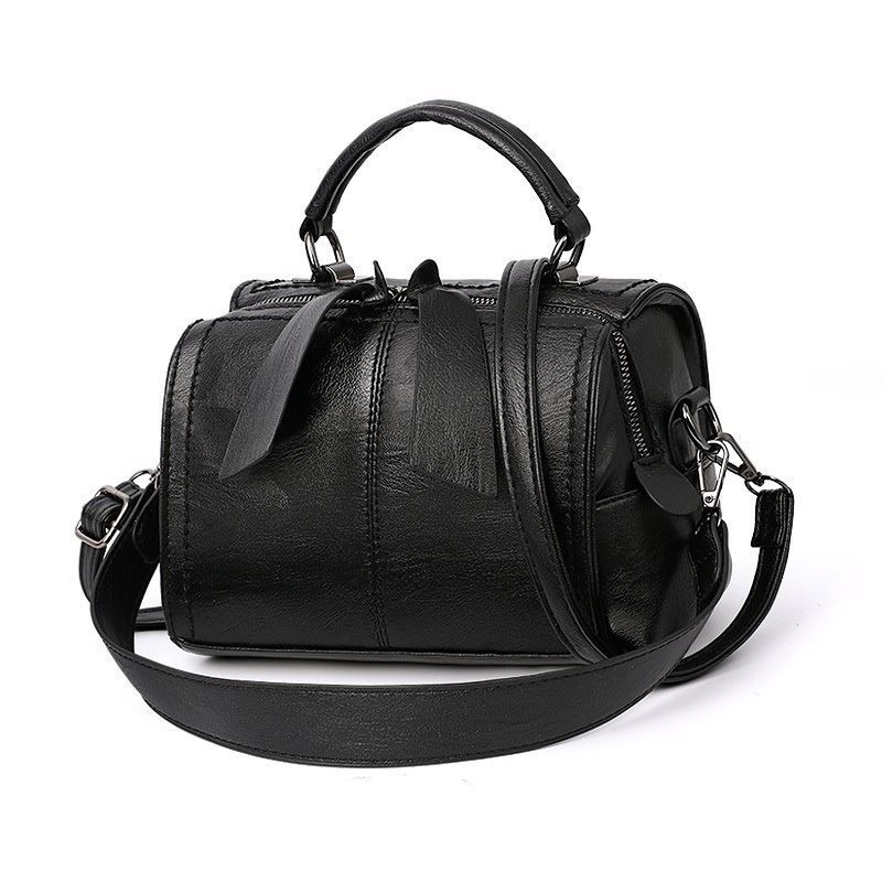 B706 JKT IDR.160.000 MATERIAL PU SIZE L22XH13XW16CM WEIGHT 600GR COLOR BLACK