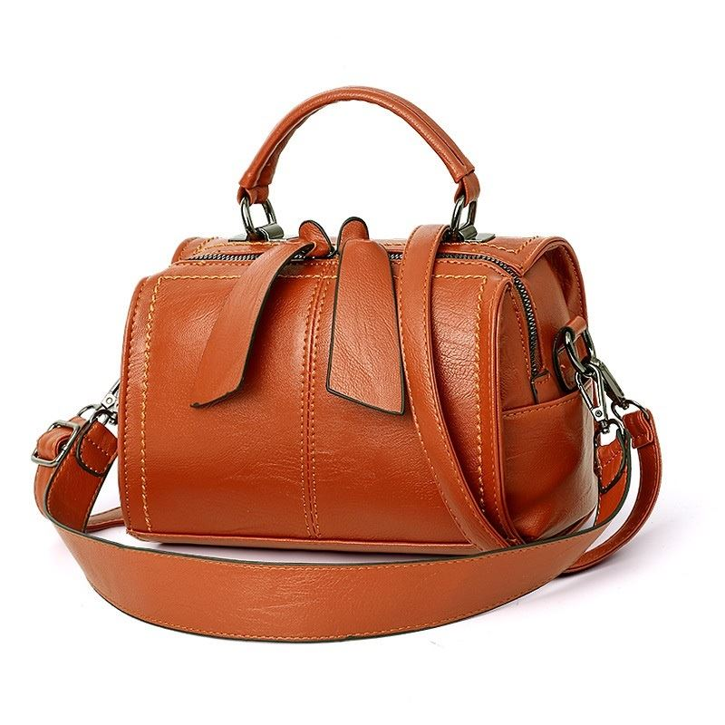 B706 JKT IDR.160.000 MATERIAL PU SIZE L22XH13XW16CM WEIGHT 600GR COLOR BROWN
