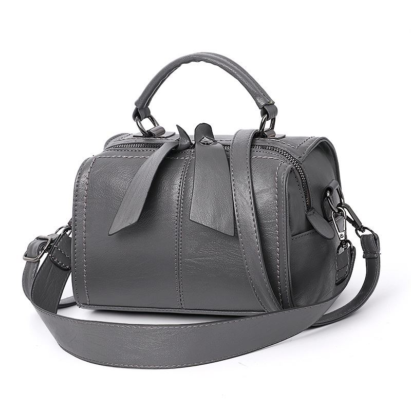 B706 JKT IDR.160.000 MATERIAL PU SIZE L22XH13XW16CM WEIGHT 600GR COLOR GRAY