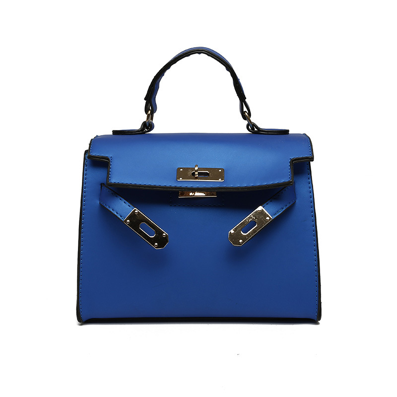 B753 JKT IDR.145.000 MATERIAL PU SIZE L22XH18XW12CM WEIGHT 600GR COLOR BLUE