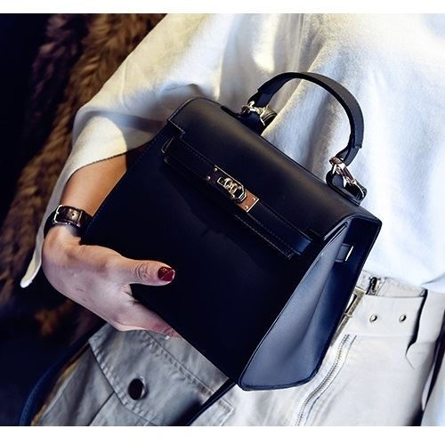 B753 JKT IDR.147.000 MATERIAL PU SIZE L22XH18XW12CM WEIGHT 600GR COLOR BLACK