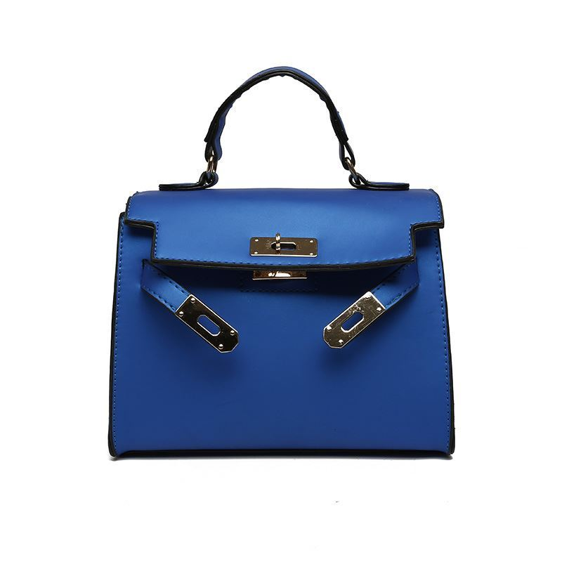 B753 JKT IDR.147.000 MATERIAL PU SIZE L22XH18XW12CM WEIGHT 600GR COLOR BLUE
