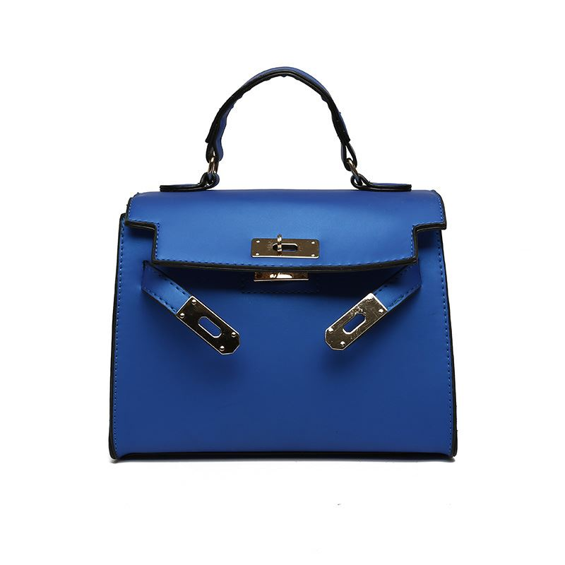 B753 JKT IDR.157.000 MATERIAL PU SIZE L22XH18XW12CM WEIGHT 600GR COLOR BLUE