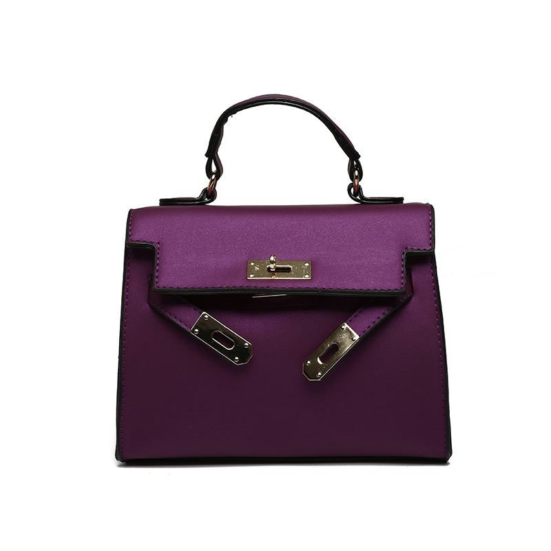 B753 JKT IDR.157.000 MATERIAL PU SIZE L22XH18XW12CM WEIGHT 600GR COLOR PURPLE