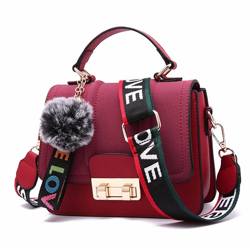 B76608 JKT IDR.167.000 MATERIAL PU SIZE L20XH16XW9CM WEIGHT 650GR COLOR RED