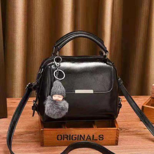 B8160-black Tas Selempang Cantik Gantungan Baby Pom Pom