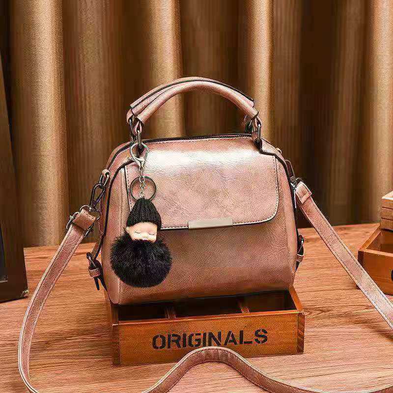 B8160 JKT IDR.170.000 MATERIAL PU SIZE L21.5XH16.5XW12CM WEIGHT 700GR COLOR PINK