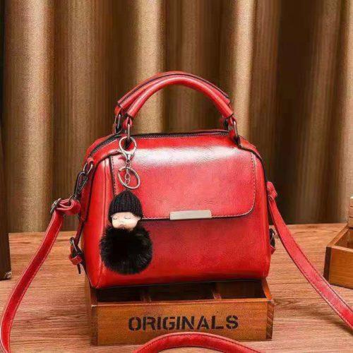 B8160-red Tas Selempang Cantik Gantungan Baby Pom Pom
