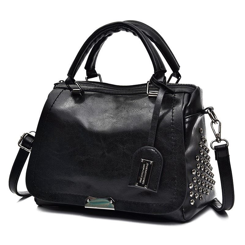 B819561 JKT IDR.170.000 MATERIAL PU SIZE L27XH19XW11CM WEIGHT 650GR COLOR BLACK