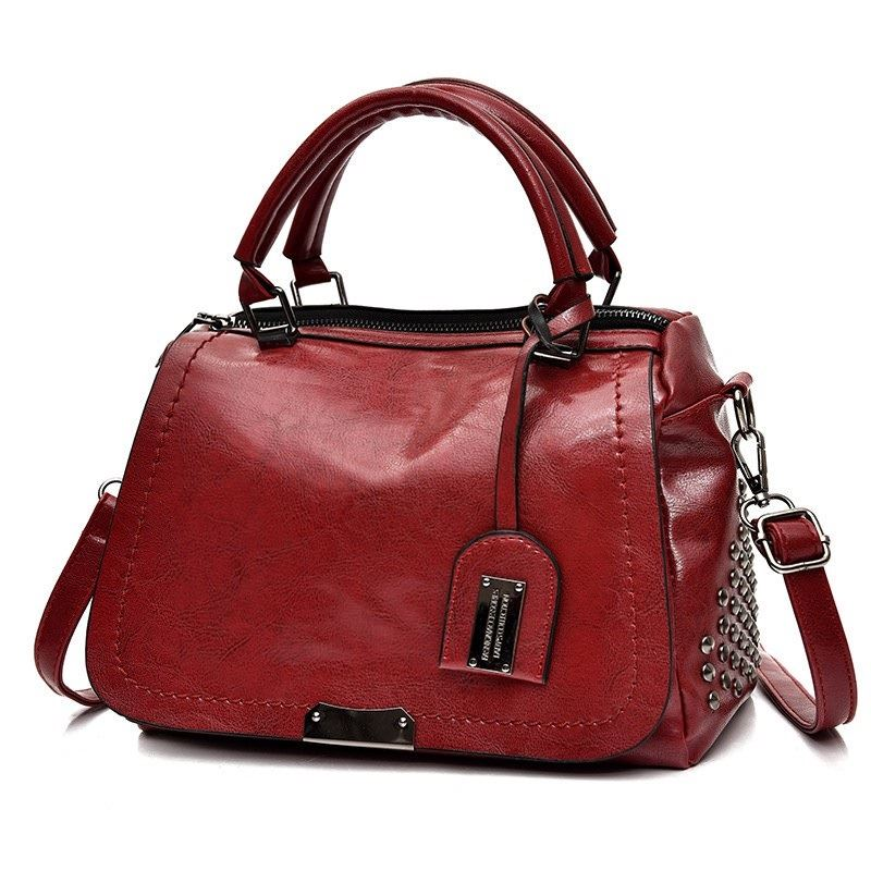 B819561 JKT IDR.170.000 MATERIAL PU SIZE L27XH19XW11CM WEIGHT 650GR COLOR RED