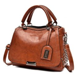 B819561 JKT IDR.182.000 MATERIAL PU SIZE L27XH19XW11CM WEIGHT 650GR COLOR BROWN
