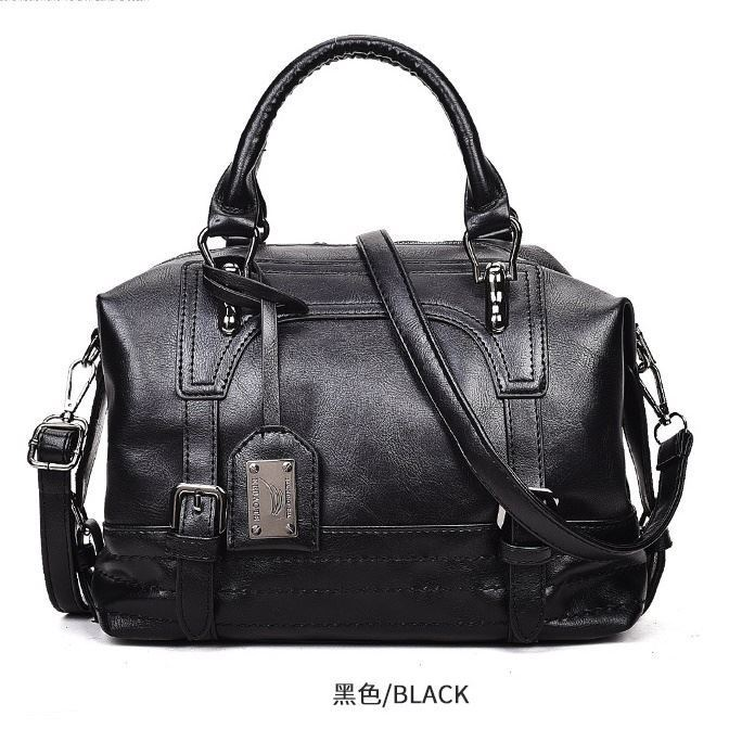 B819566 JKT IDR.172.000 MATERIAL PU SIZE L30XH24XW12CM WEIGHT 600GR COLOR BLACK