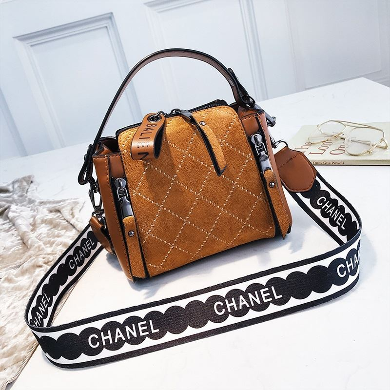 B8228 IDR.164.000 MATERIAL PU SIZE L18XH15XW11CM WEIGHT 450GR COLOR BROWN