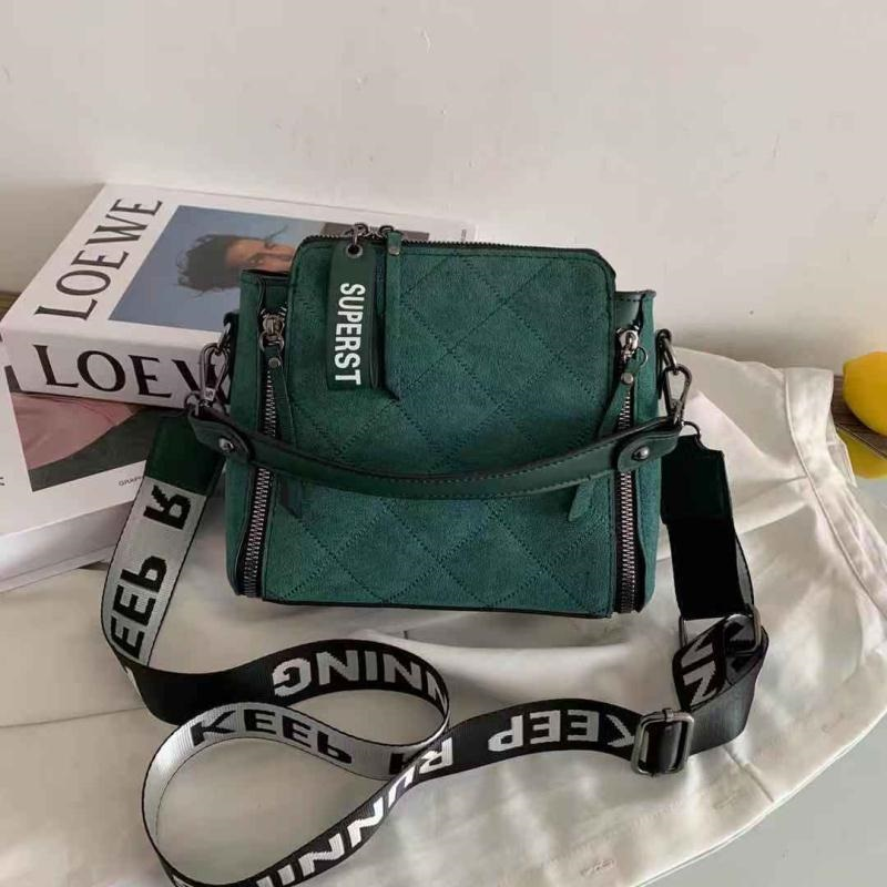 B82281 IDR.168.000 MATERIAL PU SIZE L21XH20XW10CM WEIGHT 450GR COLOR GREEN