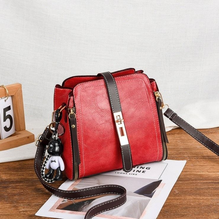 B88090 JKT IDR.156.000 MATERIAL PU SIZE L19.5XH18.5XW10CM WEIGHT 550GR COLOR RED