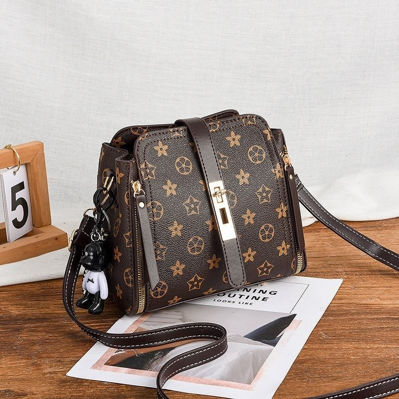 B88090 JKT IDR.156.000 MATERIAL PU SIZE L20XH19XW10CM WEIGHT 550GR COLOR FLOWERCOFFEE