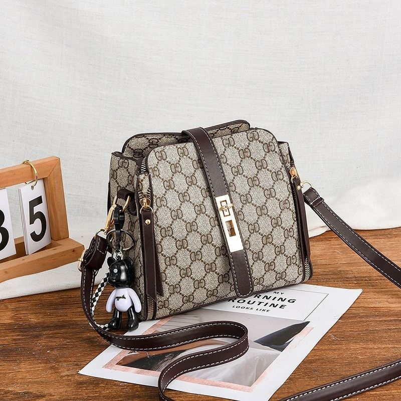 B88090 JKT IDR.156.000 MATERIAL PU SIZE L20XH19XW10CM WEIGHT 550GR COLOR GDCOFFEE