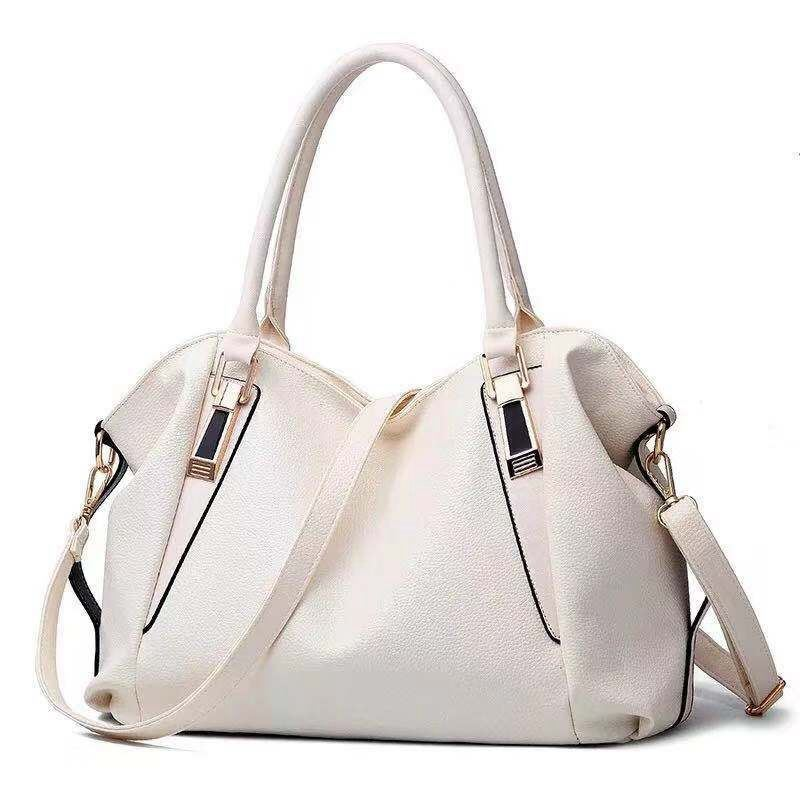 B897 JKT IDR.160.000 MATERIAL PU SIZE L37XH23XW16CM WEIGHT 500GR COLOR WHITE