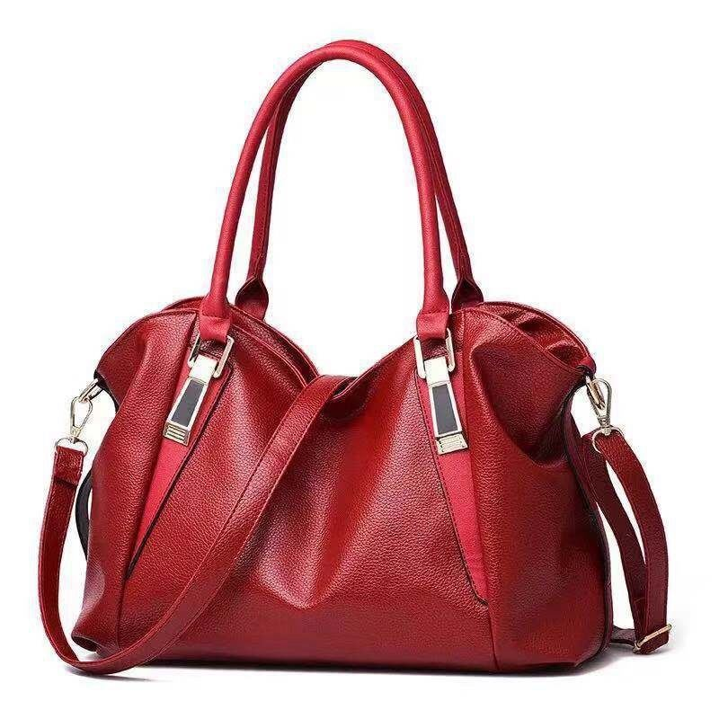 B897 JKT IDR.160.000 MATERIAL PU SIZE L37XH23XW16CM WEIGHT 500GR COLOR WINE