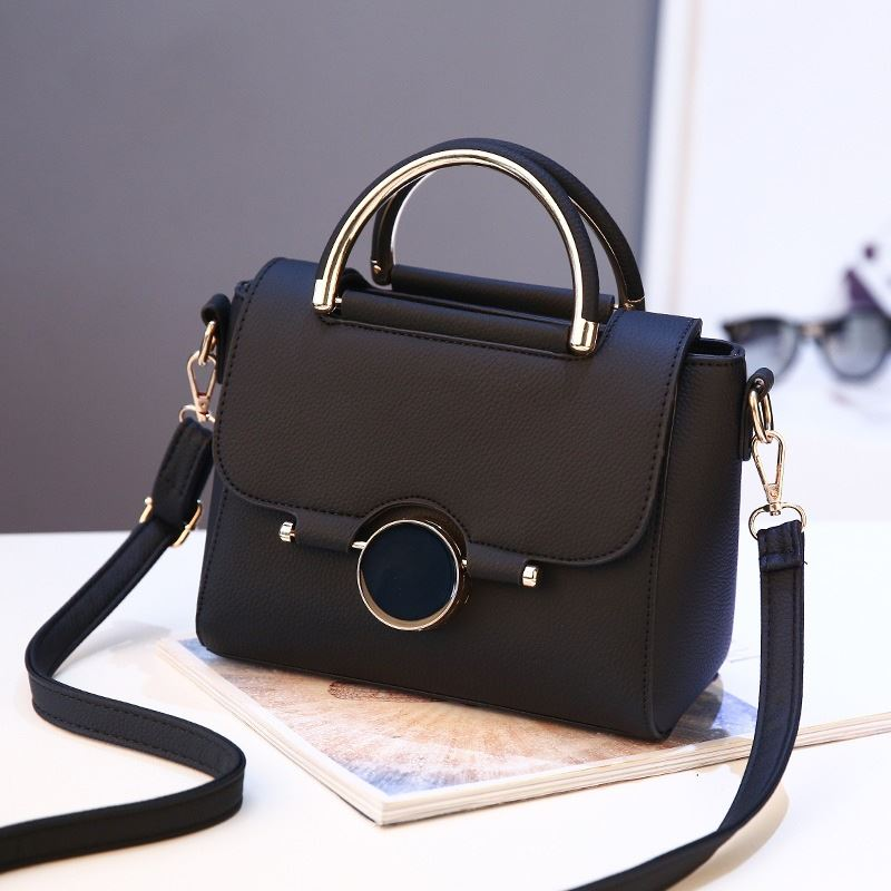 B9085 JKT IDR.176.000 MATERIAL PU SIZE L22XH16XW12CM WEIGHT 700GR COLOR BLACK