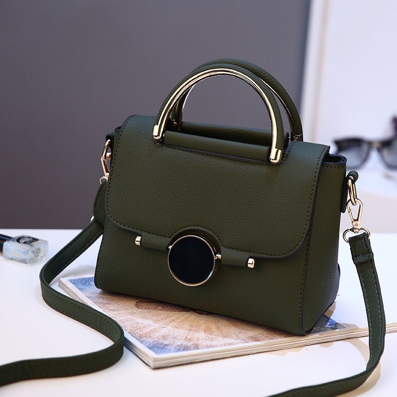 B9085 JKT IDR.176.000 MATERIAL PU SIZE L22XH16XW12CM WEIGHT 700GR COLOR GREEN