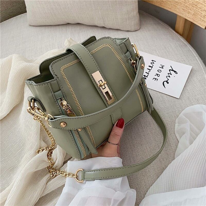 B9309 JKT IDR.178.000 MATERIAL PU SIZE L19XH17XW11CM WEIGHT 500GR COLOR GREEN
