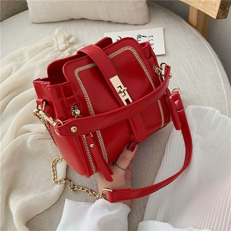 B9309 JKT IDR.178.000 MATERIAL PU SIZE L19XH17XW11CM WEIGHT 500GR COLOR RED