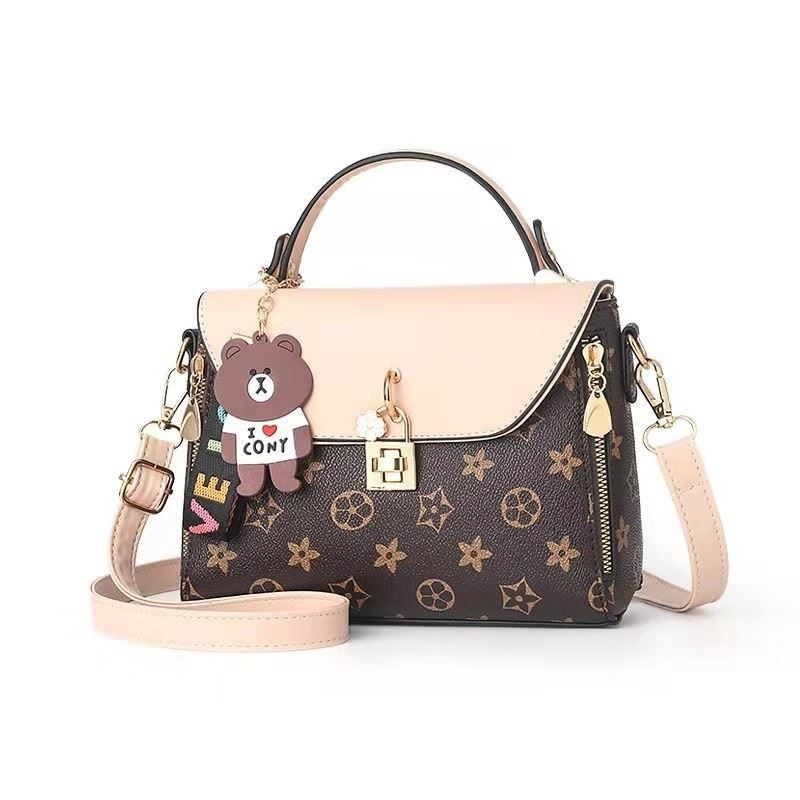 B990212 JKT IDR.163.000 MATERIAL PU SIZE L22XH17XW10.5CM WEIGHT 650GR COLOR STARBEIGE