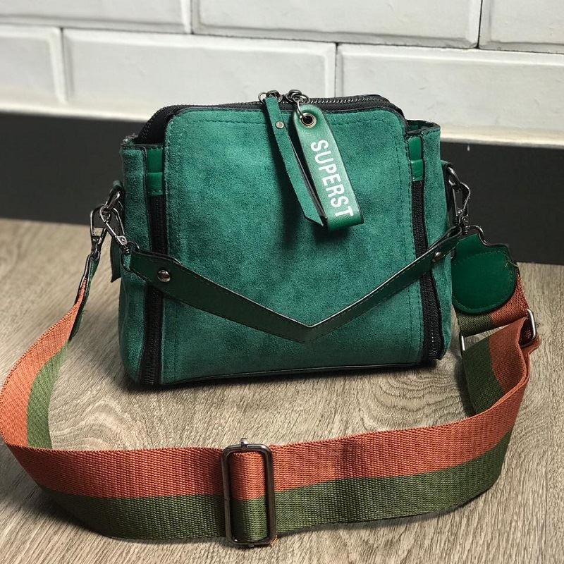 BTH0115 IDR.93.000 MATERIAL PU SIZE L23XH20XW8CM WEIGHT 600GR COLOR GREEN