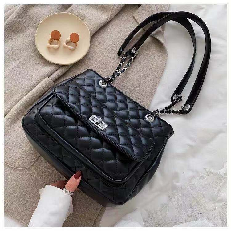 BTH05236 JKT IDR.82.000 MATERIAL PU SIZE L27XH22.5XW11CM WEIGHT 650GR COLOR BLACK