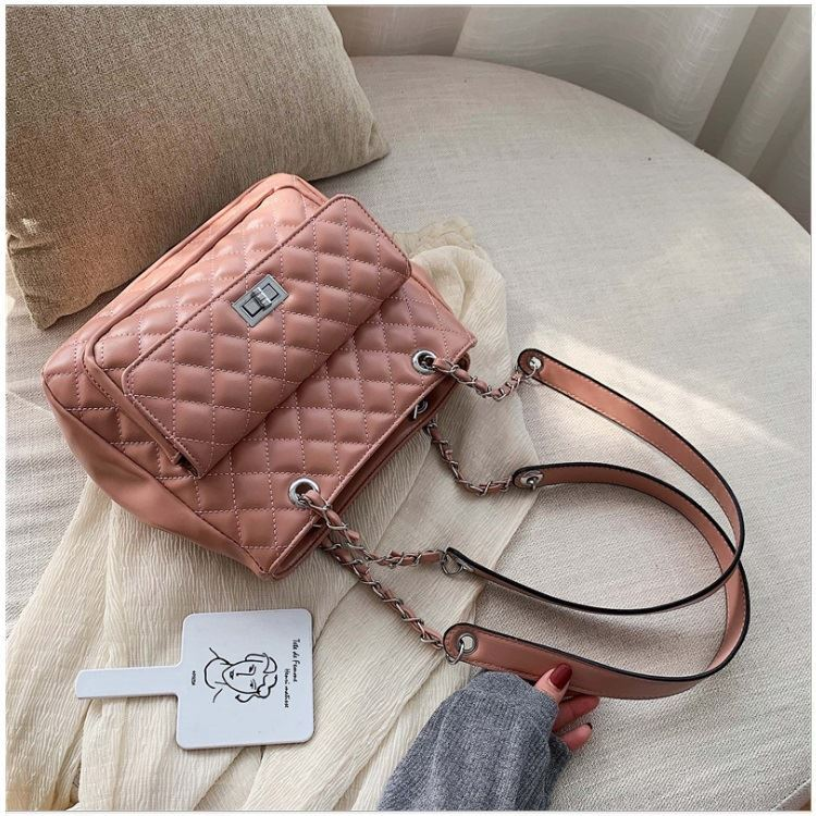 BTH05236 JKT IDR.82.000 MATERIAL PU SIZE L27XH22.5XW11CM WEIGHT 650GR COLOR PINK