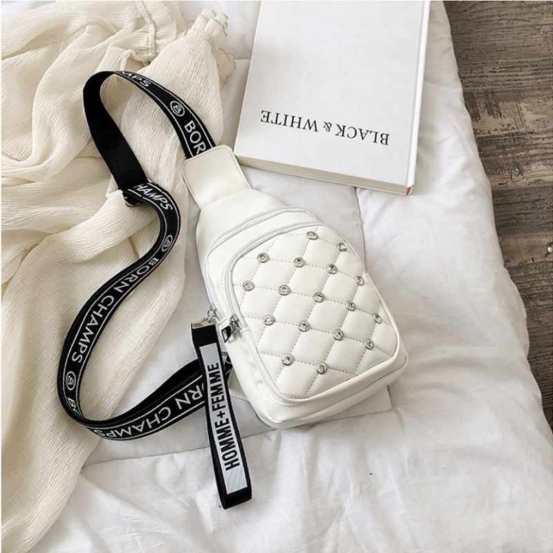 BTH1039 JKT IDR.60.000  MATERIAL PU SIZE L15.5XH24XW10CM WEIGHT 250GR COLOR WHITE