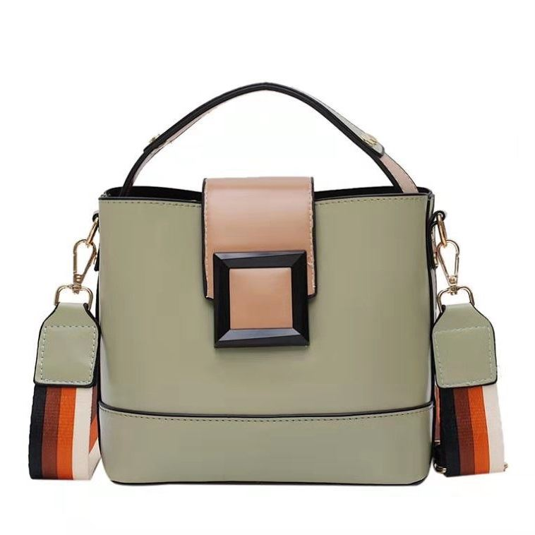 BTH120421 JKT IDR.59.000 MATERIAL PU SIZE L21XH18.5XW11.5CM WEIGHT 600GR COLOR GREEN