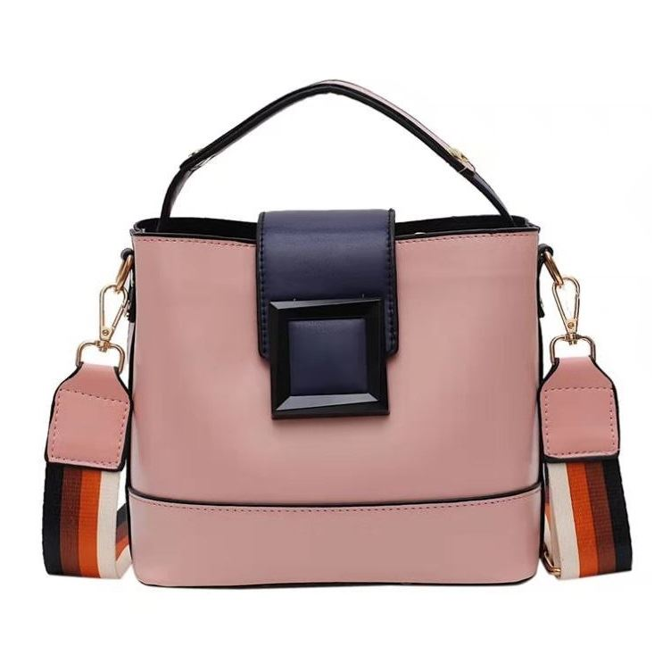 BTH120421 JKT IDR.59.000 MATERIAL PU SIZE L21XH18.5XW11.5CM WEIGHT 600GR COLOR PINK