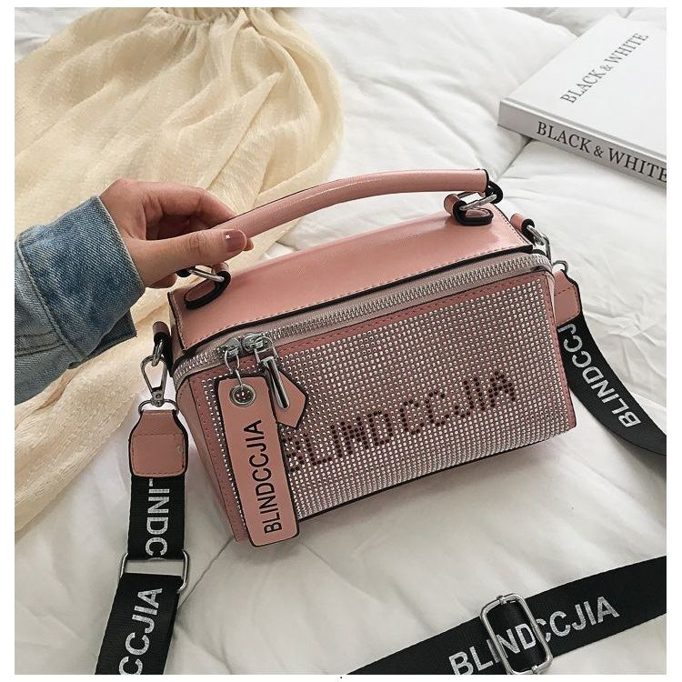 BTH1227 IDR.80.000 MATERIAL PU SIZE L21.5XH13.5XW9CM WEIGHT 550GR COLOR PINK