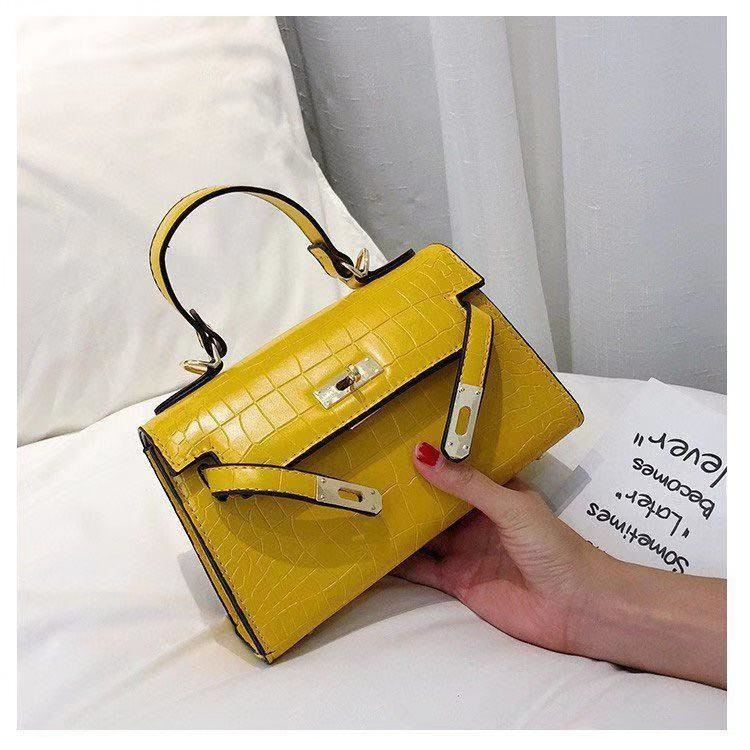 BTH125452 JKT IDR.80.000 MATERIAL PU SIZE L20.5XH15XW8.5CM WEIGHT 550GR COLOR YELLOW