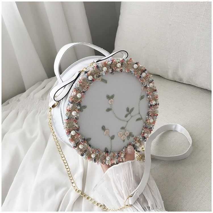 BTH13397 IDR.50.000 MATERIAL PU+LACE SIZE L19XH19XW6CM WEIGHT 250GR COLOR WHITE