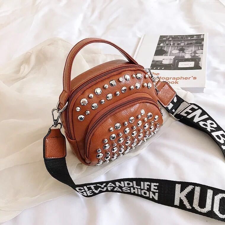 BTH15542 JKT IDR.54.000 MATERIAL PU SIZE L16XH15XW5CM WEIGHT 350GR COLOR BROWN