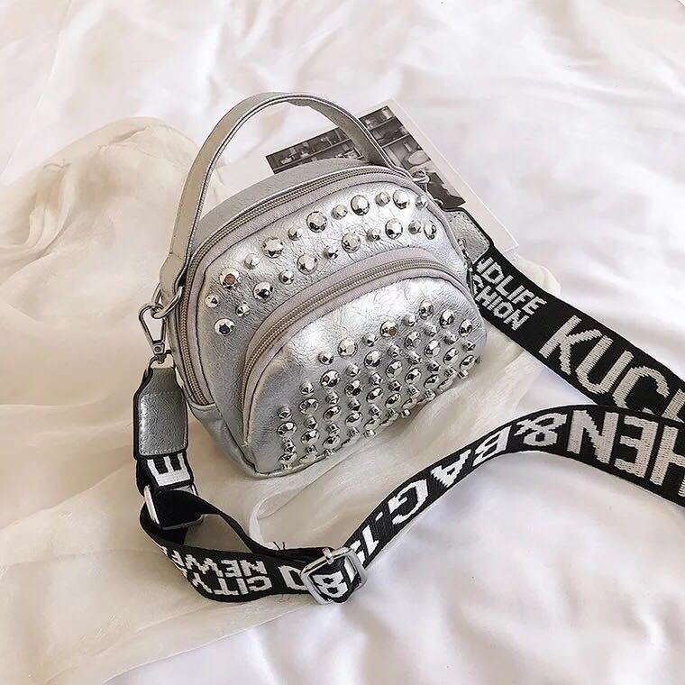 BTH15542 JKT IDR.54.000 MATERIAL PU SIZE L16XH15XW5CM WEIGHT 350GR COLOR SILVER