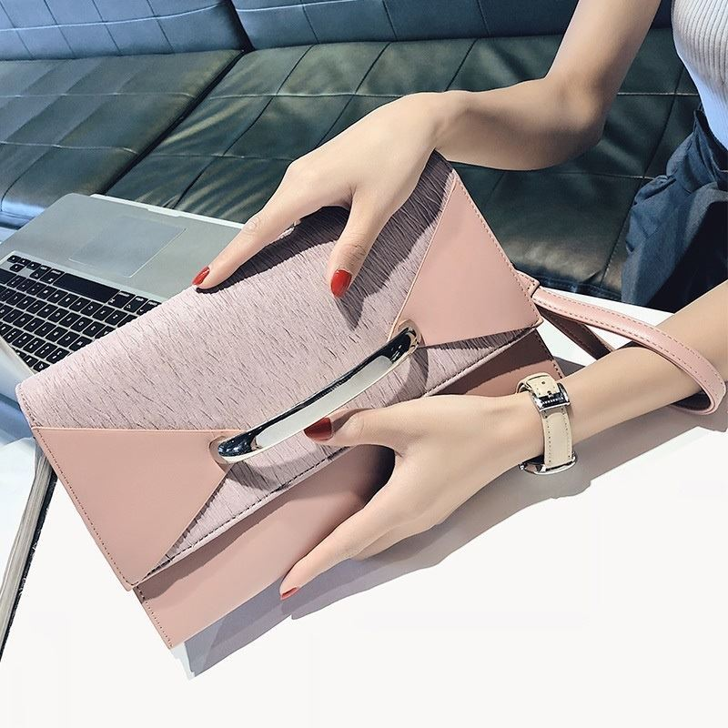 BTH2332 JKT IDR.82.000 MATERIAL PU SIZE L28.5XH16XW4CM WEIGHT 550GR COLOR PINK