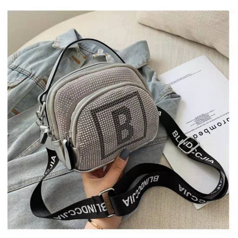 BTH313417 JKT IDR.64.000 MATERIAL PU SIZE L18.5XH15XW10CM WEIGHT 350GR COLOR SILVER