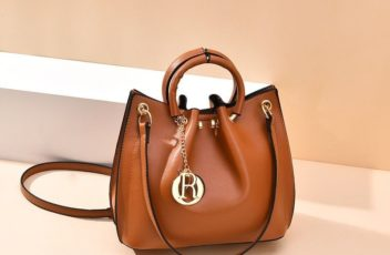 BTH6821 JKT IDR.75.000 MATERIAL PU SIZE L21XH20XW11CM WEIGHT 650GR COLOR BROWN