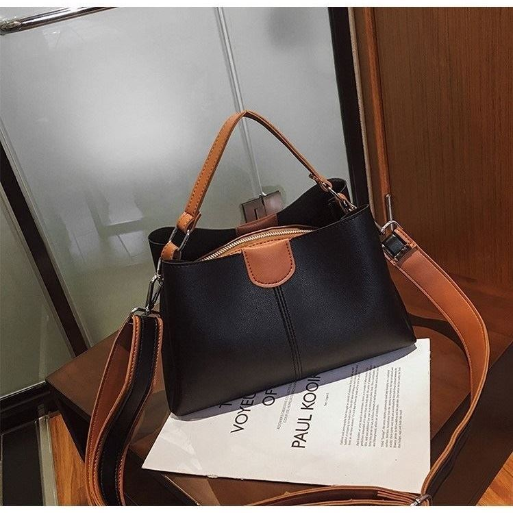 BTH8088 JKT IDR.70.000 MATERIAL PU SIZE L27XH17XW10CM WEIGHT 550GR COLOR BLACK