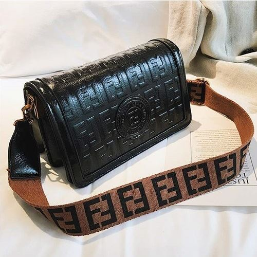 BTH8570 IDR.78.000 MATERIAL PU SIZE L22XH13XW10CM WEIGHT 550GR COLOR BLACK